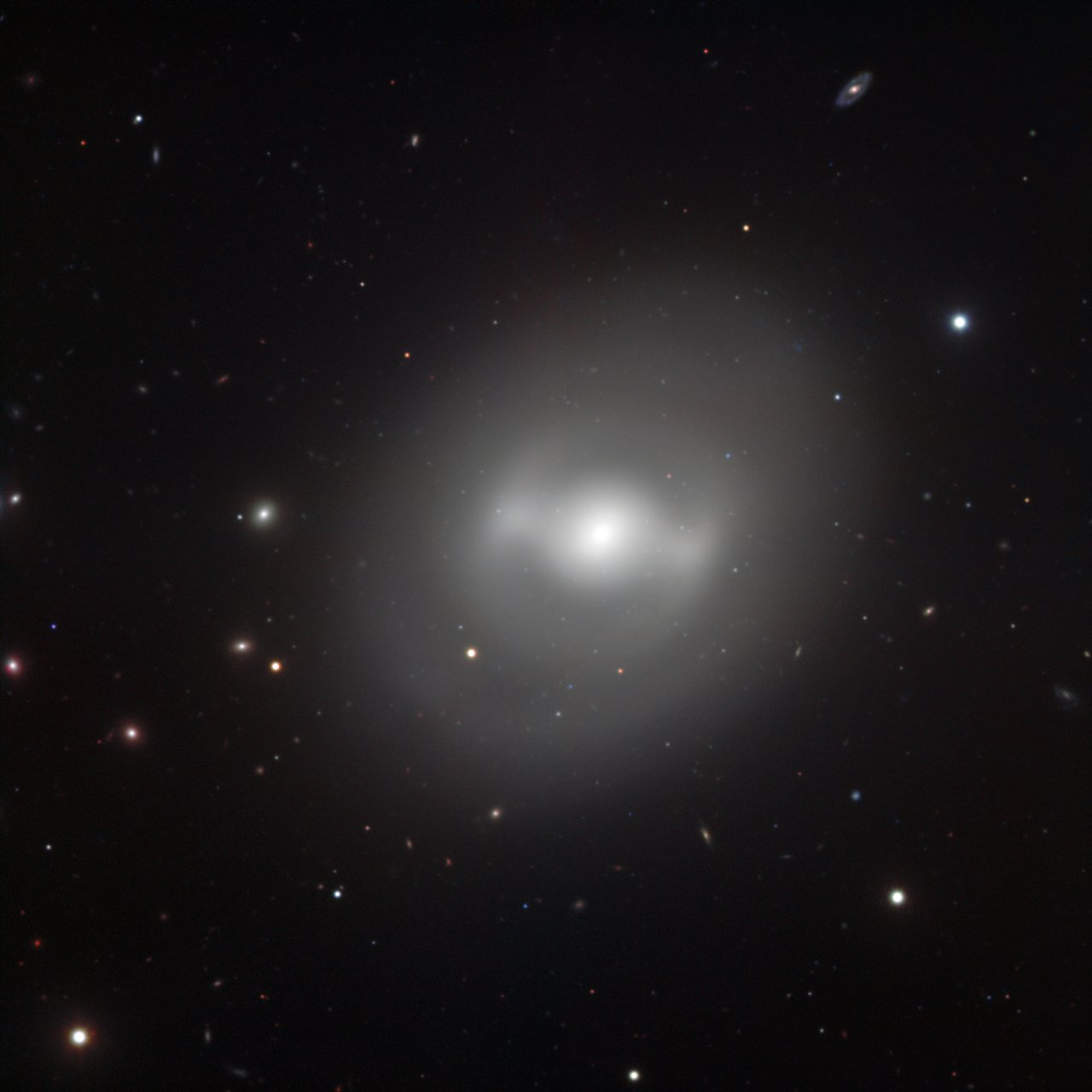 Galaxia Darth Vader NGC 936