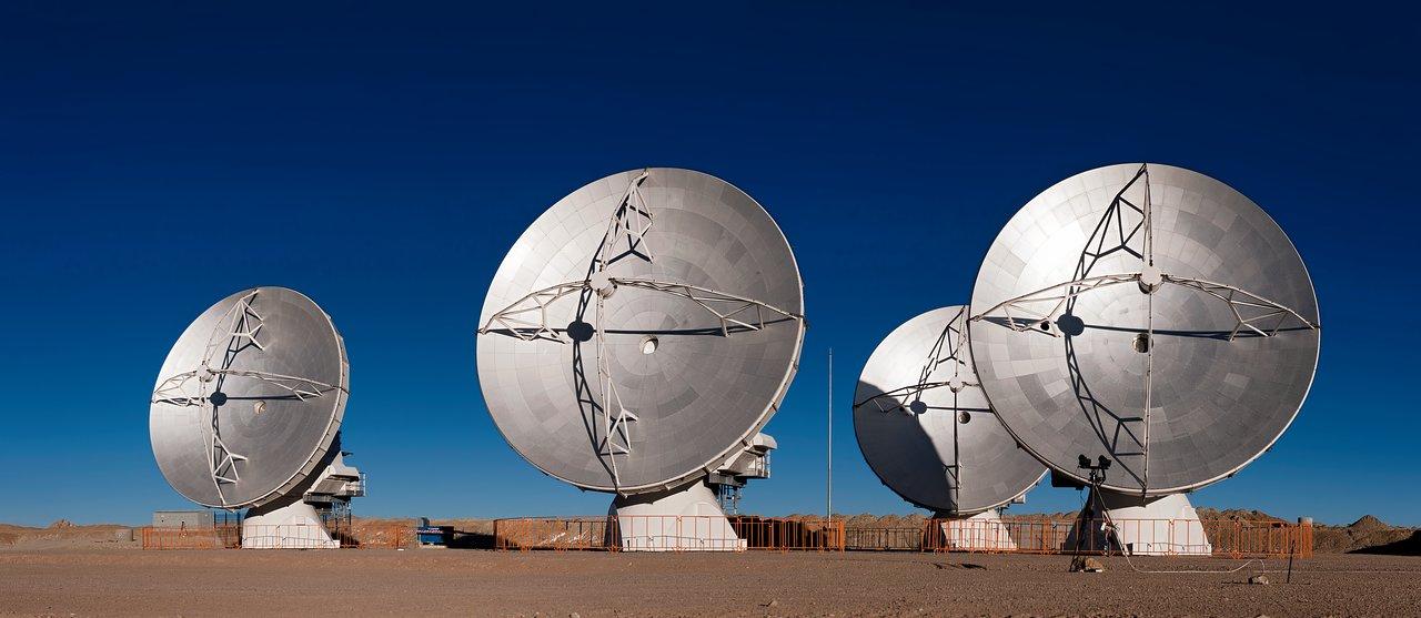 A Quartet of ALMA Antennas Placed Close Together