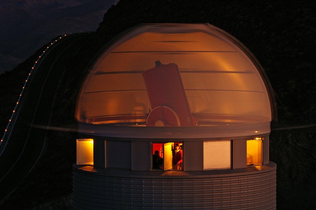 Dentro de la Cabeza de Euler – O cómo ver un Telescopio a través de las Paredes de su Cúpula