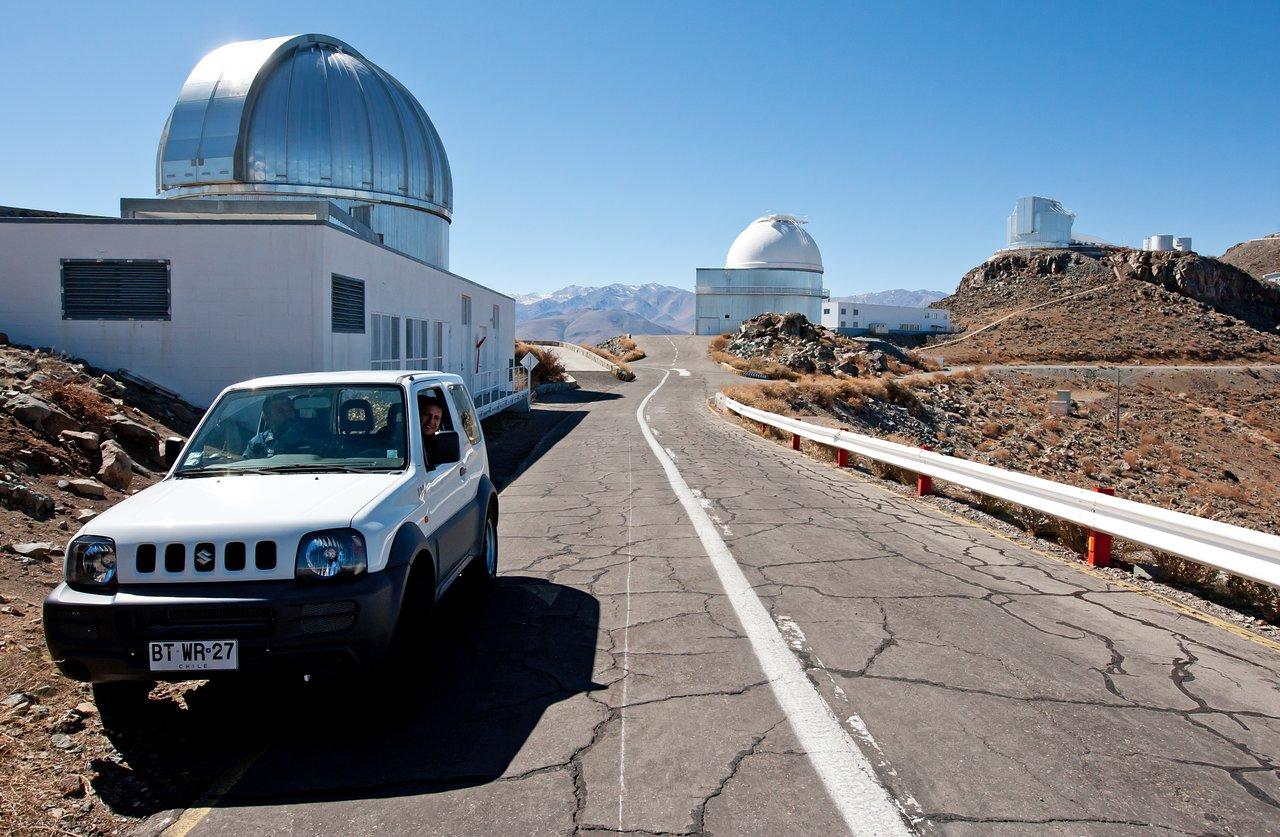 Eine Fahrt durch die Zeit - wie sich Teleskope und Autos auf La Silla verändert haben (aktuelle Aufnahme)