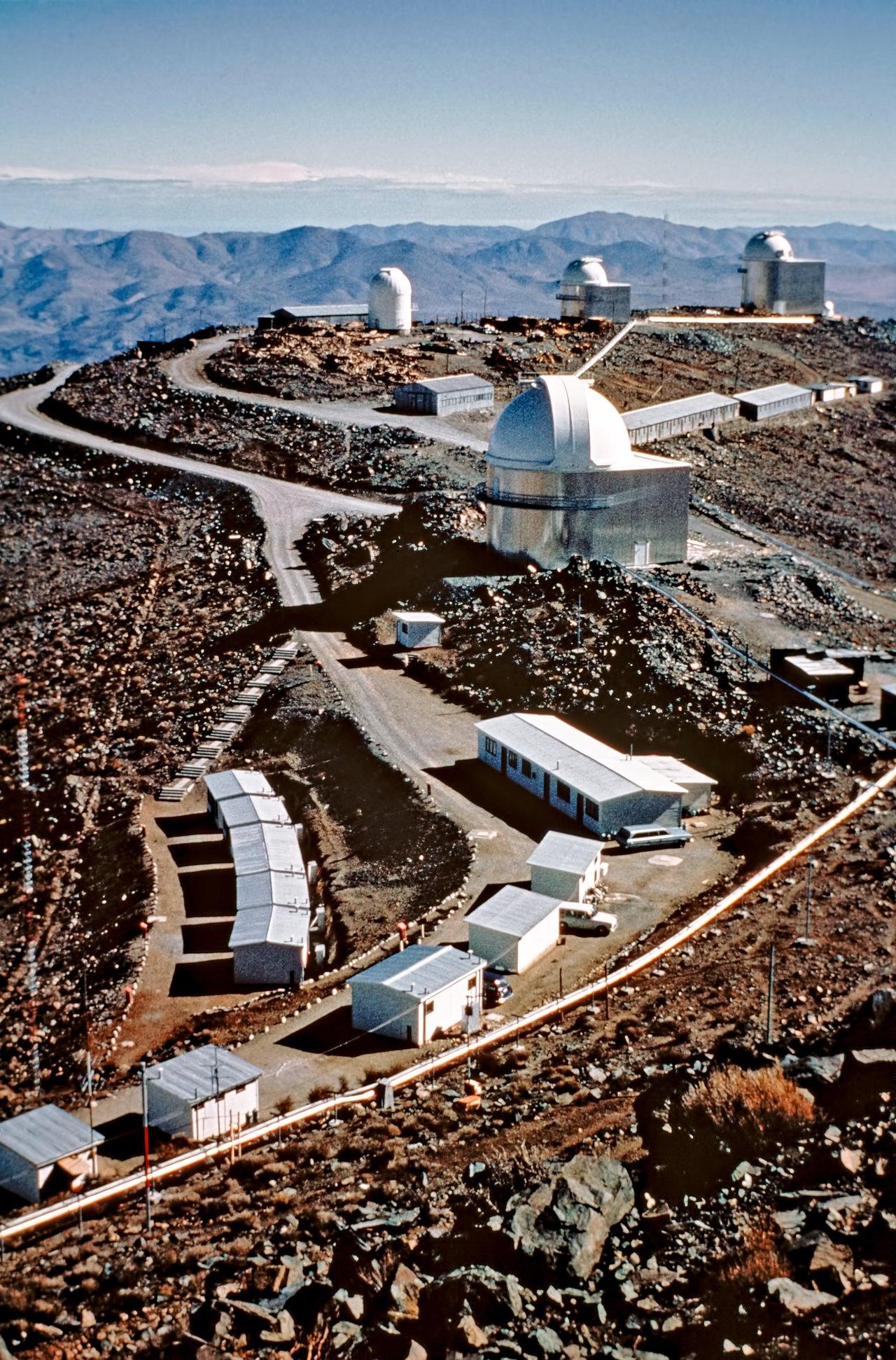 Una ventana al pasado — Transformación del observatorio de La Silla a través del tiempo