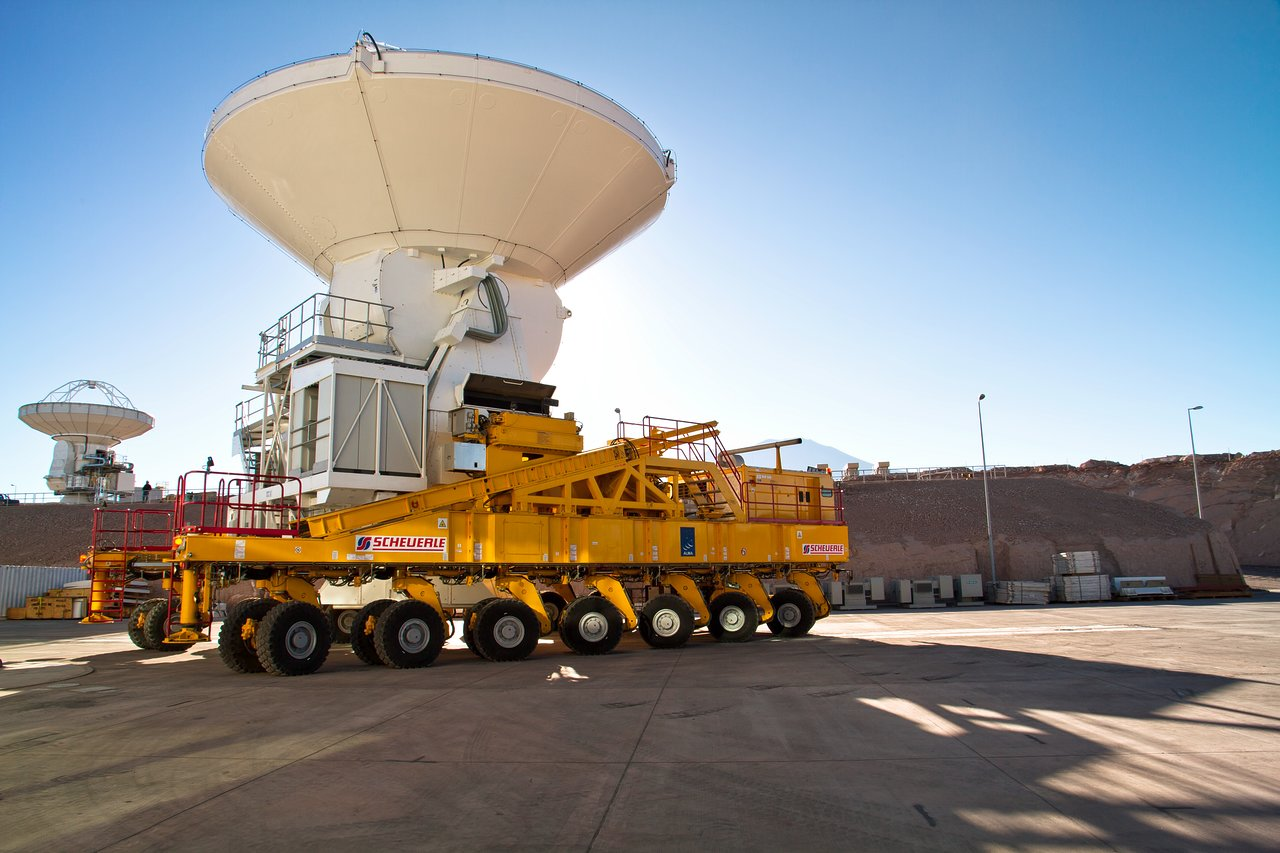 Eine ALMA-Antenne auf Reisen