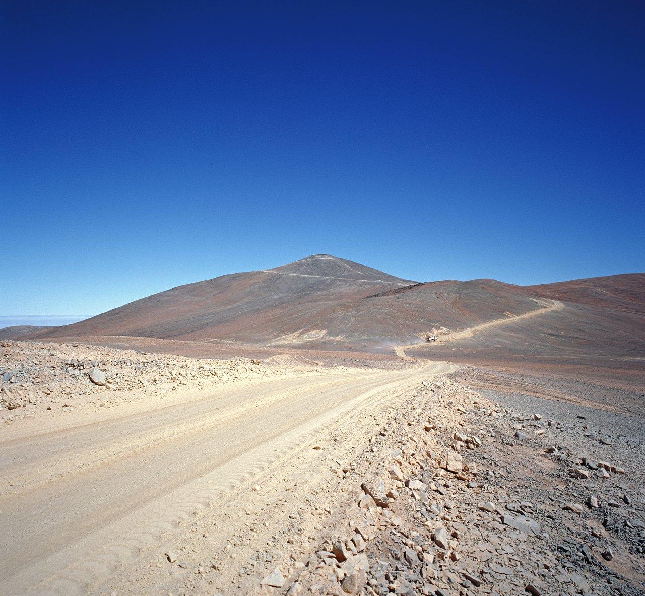 Von einer Schotterpiste zum weltweit führenden Observatorium (historische Aufnahme)