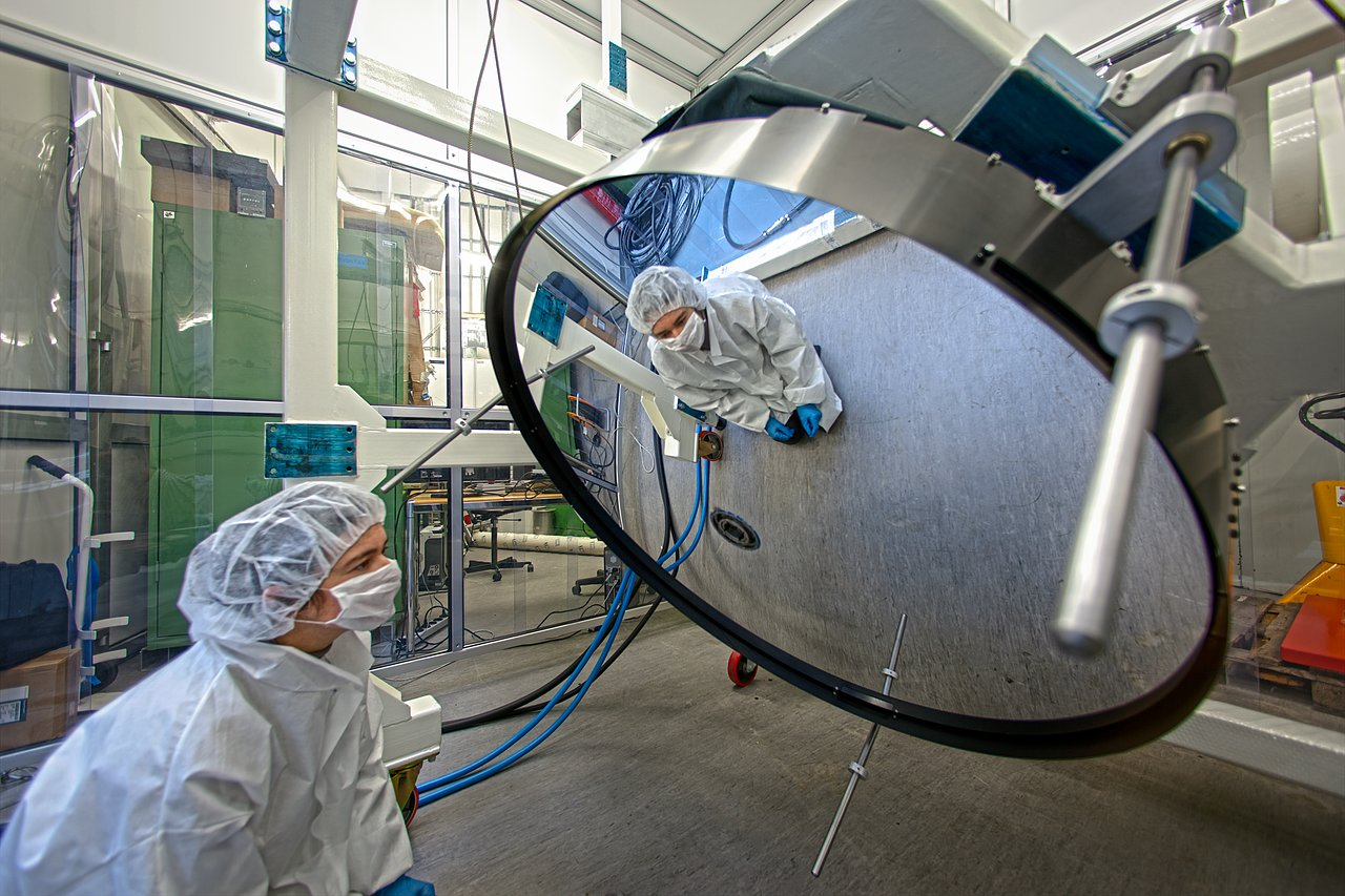 Espelho finíssimo a ser testado no ESO