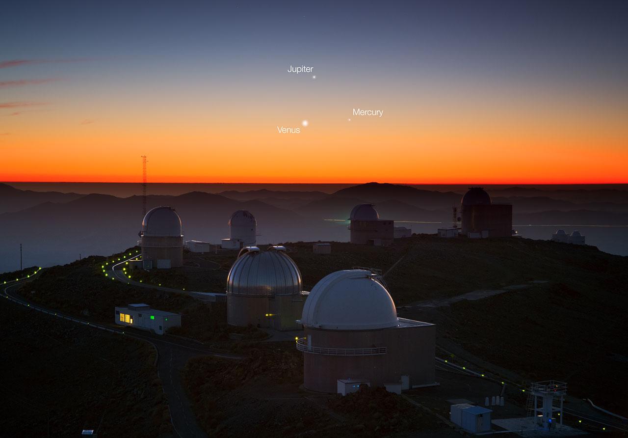 Drei Planeten tanzen über La Silla (beschriftet)