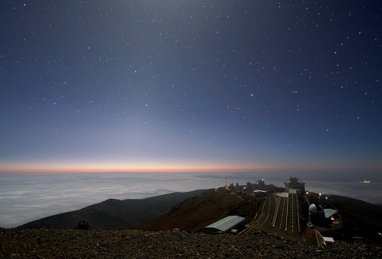 Måneskin og zodiakallys over La Silla