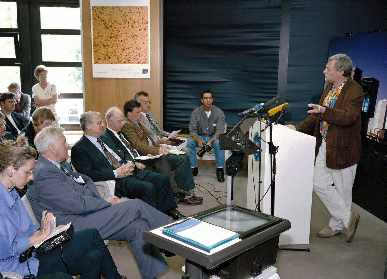 Presentations during VLT first light press conference