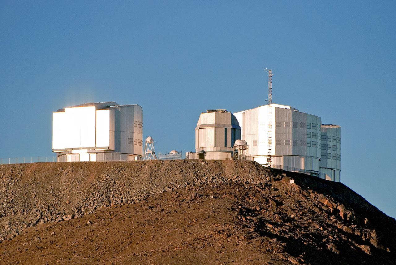 VLT atop Cerro Paranal