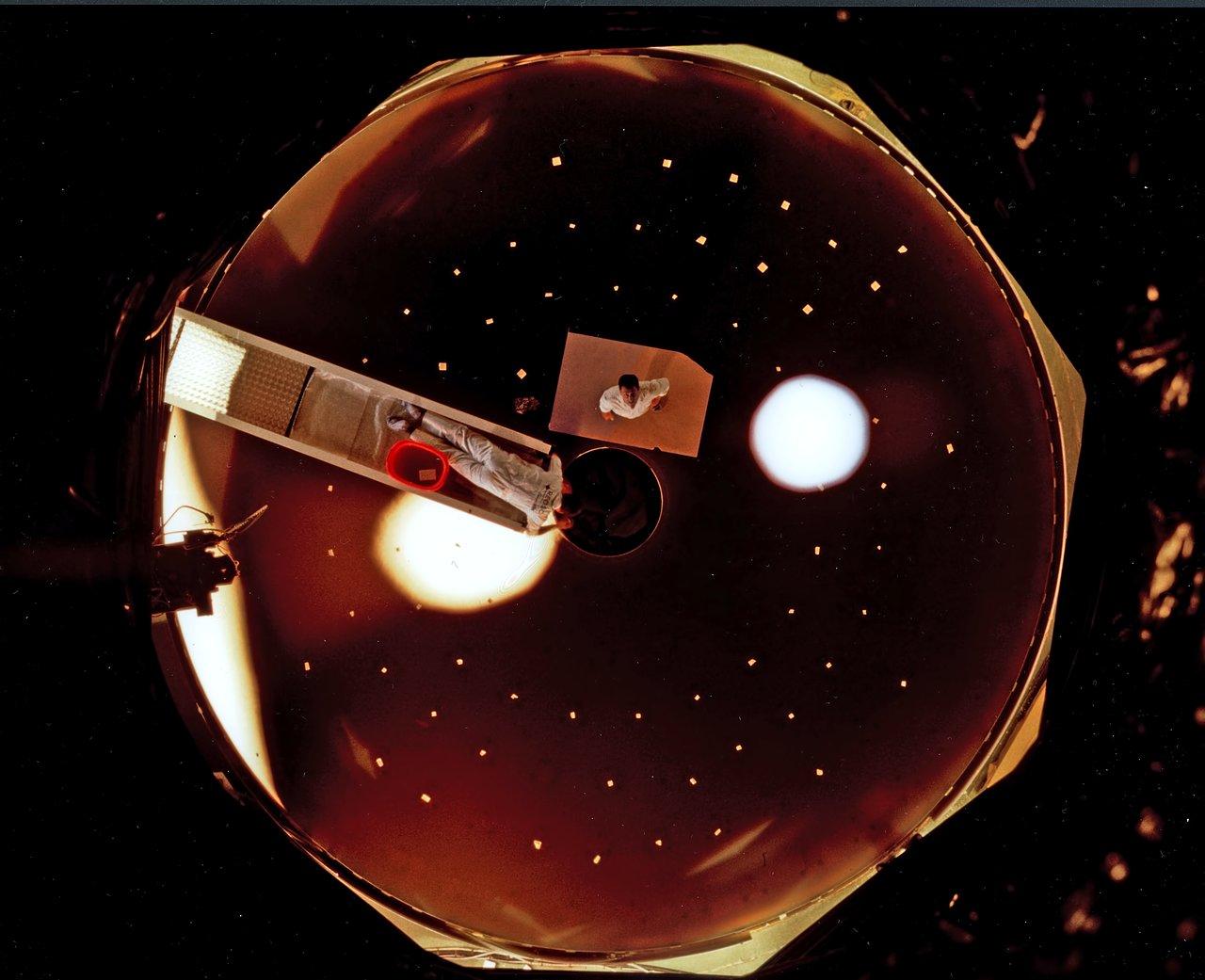 Polishing the First VLT Main Mirror (1995)