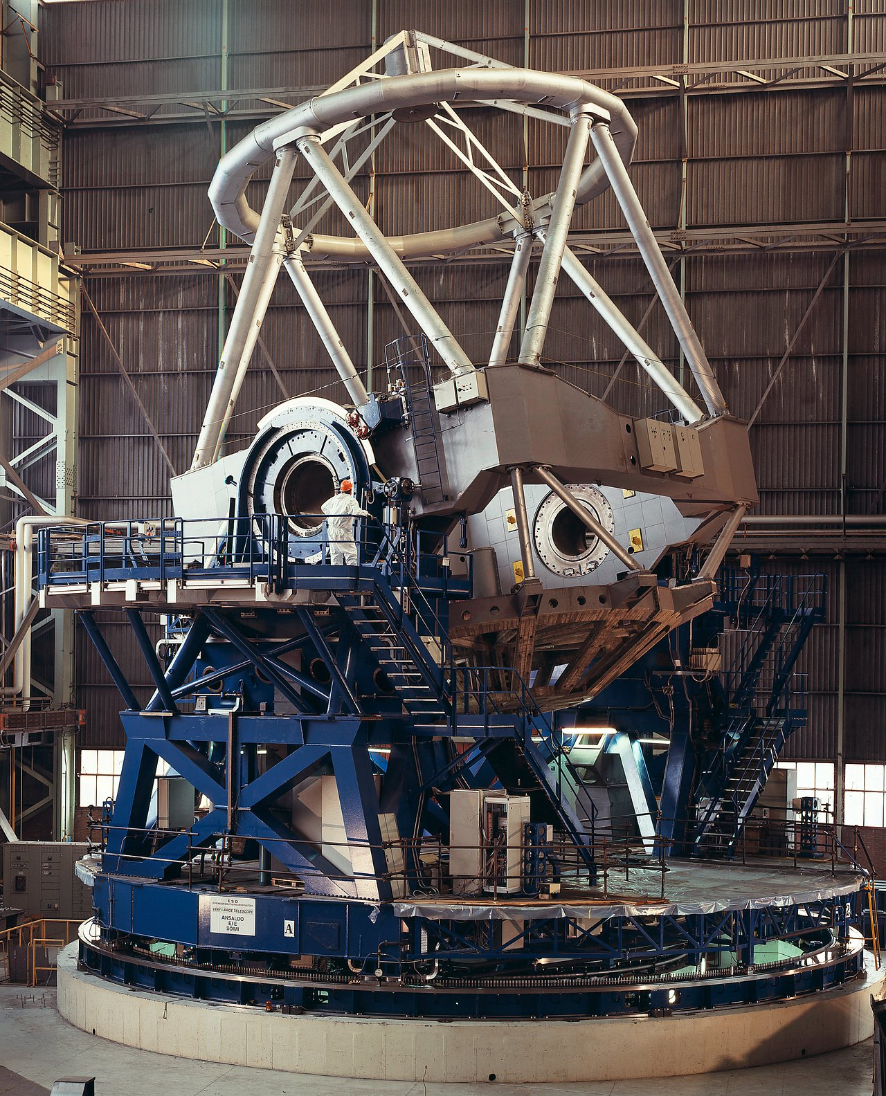Final Tests of the VLT Main Telescope Structure (1997)