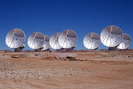 Ocho antenas de ALMA en Chajnantor