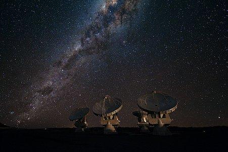 Cuatro antenas de ALMA en el llano de Chajnantor