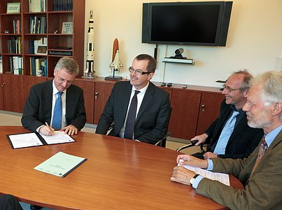 """A new contract for the publication of the scientific journal """"Astronomy and Astrophysics"""""""