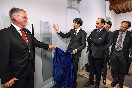 Unveiling ceremony for plaque commemorating the signing of the Leiden Statement