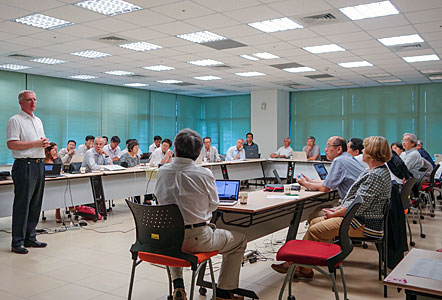 ESO's Director General meets EAO Directors