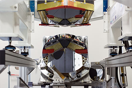 Adaptive mirror unit for the E-ELT under test at AdOptica