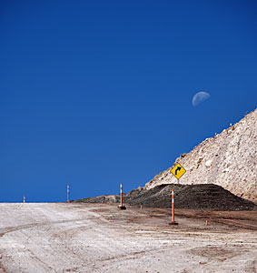 Moon over the road to ALMA