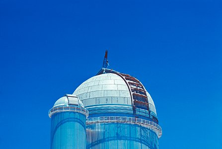 Dome assembling operation of the ESO 3.6-metre telescope and the Coudé Auxiliary Telescope