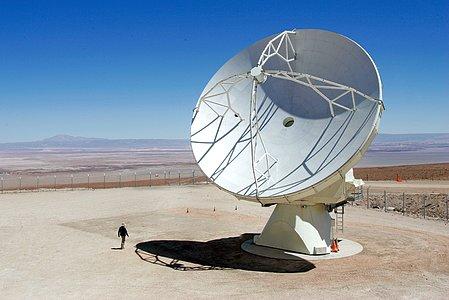 ALMA antenna in the desert