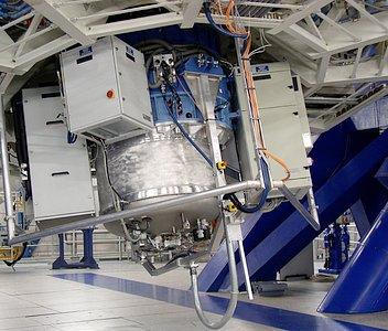 SINFONI at VLT Yepun, now fully assembled (July 2004)