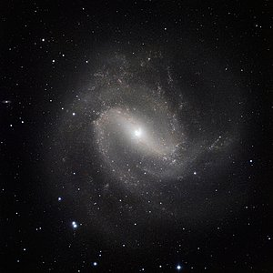 The classic spiral Messier 83 seen in the infrared with HAWK-I