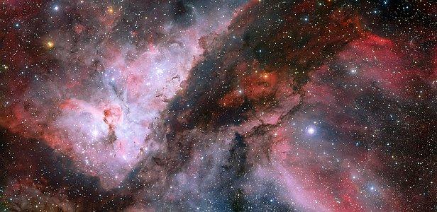 Vue panoramique des régions de WR 22 et d'Eta Carinae dans la nébuleuse de la Carène