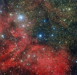 El cúmulo estelar NGC 6604 y sus alrededores