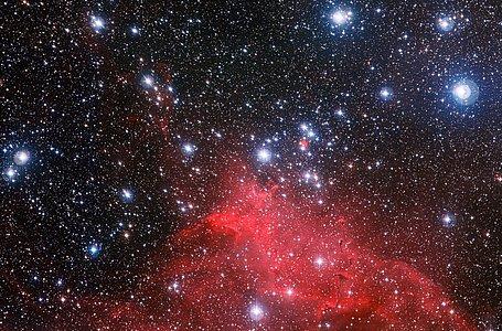 Stjernehopen NGC 3572 i dramatiske omgivelser