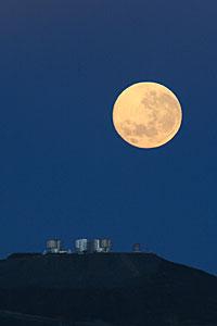 Puesta de Luna dramática