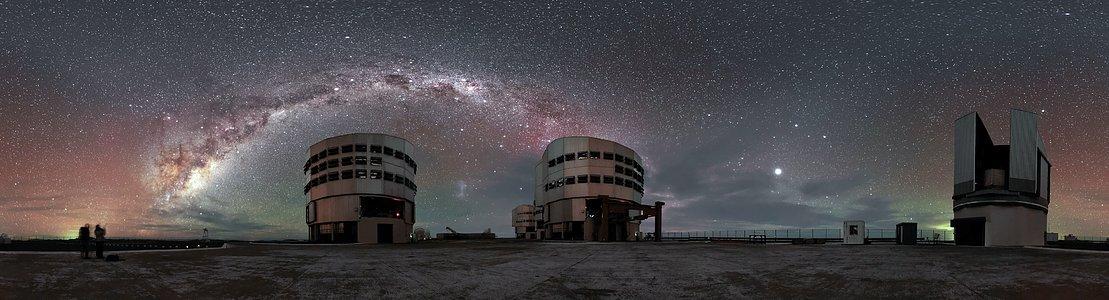 Airglow and the Milky Way above Paranal