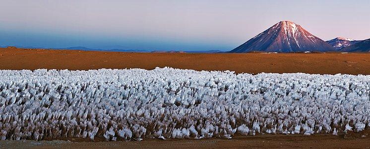 Der Vulkankegel Licancabur wacht über Chajnantor