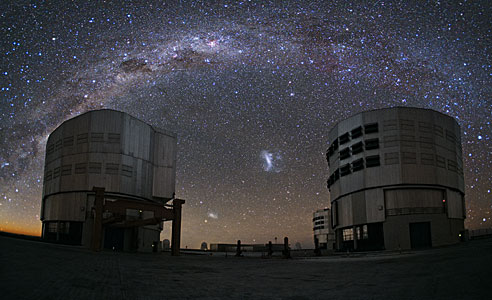 Un emú en el cielo sobre Paranal