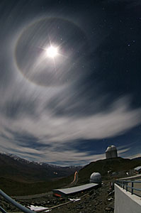 22º Moon halo over La Silla
