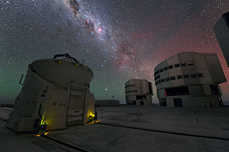 The VLT Under the Milky Way in UHD