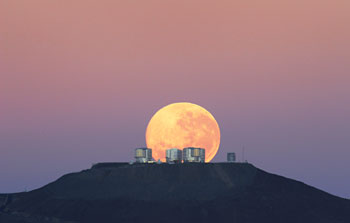 Mounted image 108: Dramatic moonset on Cerro Paranal