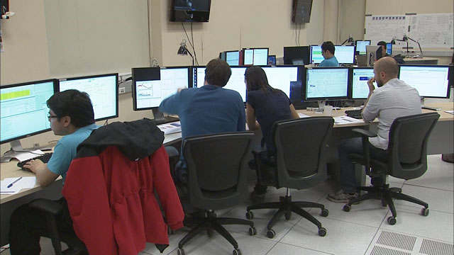 Astronomers at the OSF control room during observations (part 4)
