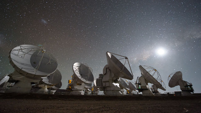 The Full Moon and the Magellanic Clouds over ALMA (time-lapse)