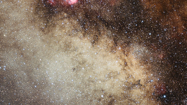 Zooming into the star cluster NGC 6520 and the dark cloud Barnard 86