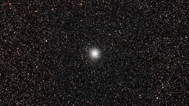 Zooming in on the globular star cluster Messier 54