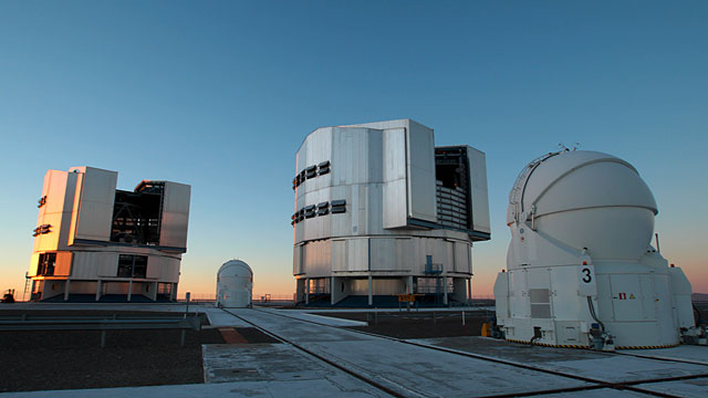 Paranal Gears Up for the Night Ahead