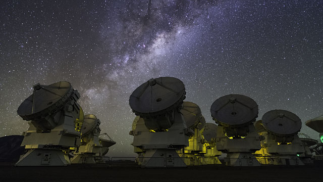 Synchronous Dance of ALMA Antennas