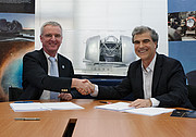 Signing of contract to build road and flatten summit for E-ELT