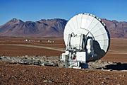 Eine ferne ALMA-Antennenschüssel