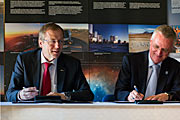 ESO and ESA Directors General sign cooperation agreement
