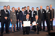 ESO staff share prestigious award celebrating innovation in laser technology