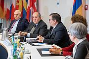 Armenischer Präsident besucht den ESO-Hauptsitz