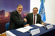ESO-SAESA contract signature ceremony