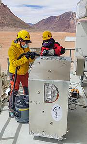 Ingenieros preparando la instalación de CONCERTO