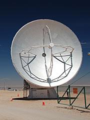Antena de 12 metros de ALMA, fabricada por Mitsubishi Electric Corporation
