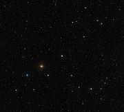 Imagen de campo amplio alrededor de la estrella HD 10180